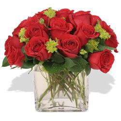 Bursa kaliteli taze ve ucuz çiçekler  10 adet kirmizi gül ve cam yada mika vazo