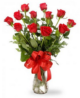 Bursa yurtiçi ve yurtdışı çiçek siparişi  12 adet kırmızı güllerden vazo tanzimi