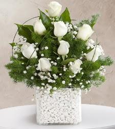 9 beyaz gül vazosu  Bursa güvenli kaliteli hızlı çiçek