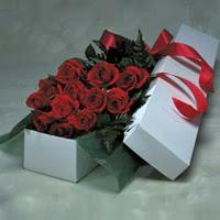 Bursa çiçek , çiçekçi , çiçekçilik  11 adet gülden kutu