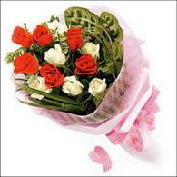 5 kirmizi 5 beyaz güllerden   Bursa çiçek , çiçekçi , çiçekçilik