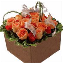 kare sandikta 11 gülllerden   Bursa İnternetten çiçek siparişi