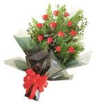 12 adet kirmizi gül buketi   Bursa İnternetten çiçek siparişi