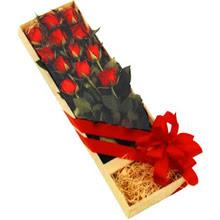 kutuda 12 adet kirmizi gül   Bursa çiçek servisi , çiçekçi adresleri