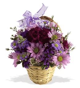 Bursa çiçekçi mağazası  sepet içerisinde krizantem çiçekleri