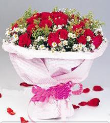 Bursa çiçek yolla  12 ADET KIRMIZI GÜL BUKETI