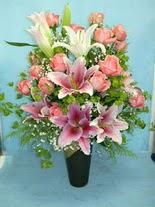 Bursa çiçek yolla  cam vazo içerisinde 21 gül 1 kazablanka