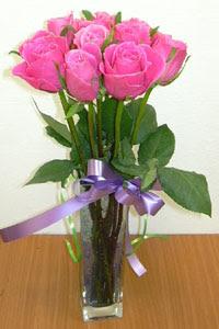 cam vazo içerisinde 11 adet gül  Bursa çiçek yolla