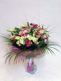 Bursa çiçek yolla , çiçek gönder , çiçekçi   karisik mevsim buketi mevsime göre hazirlanir.