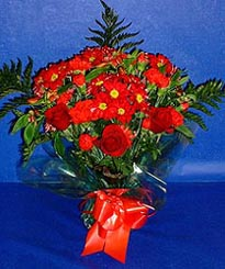 Bursa çiçek yolla , çiçek gönder , çiçekçi   3 adet kirmizi gül ve kir çiçekleri buketi