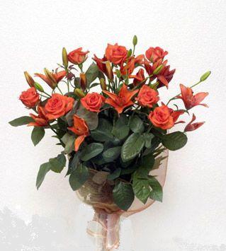 9 adet gül ve 3 adet lilyum çiçegi buketi   Bursa ucuz çiçek gönder