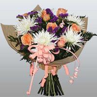 güller ve kir çiçekleri demeti   Bursa çiçek gönderme