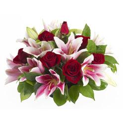 güller ve kazablnaklardan aranjman  Bursa internetten çiçek satışı