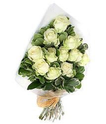 Bursa 14 şubat sevgililer günü çiçek  12 li beyaz gül buketi.
