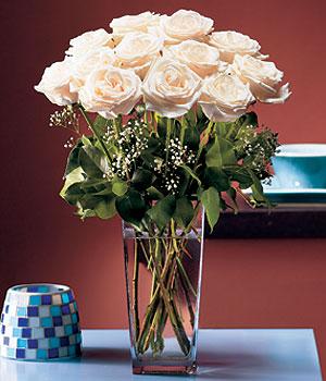 Bursa çiçekçiler  Cam yada mika vazo içerisinde 12 gül