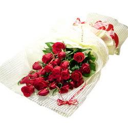Çiçek gönderme 13 adet kirmizi gül buketi  Bursa güvenli kaliteli hızlı çiçek