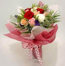 Karisik renklerde 11 adet gül buketi  Bursa çiçek mağazası , çiçekçi adresleri