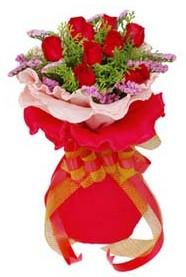 Bursa hediye çiçek yolla  8 Adet kirmizi güllerden buket tanzimi