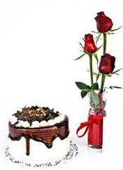 Bursa çiçek satışı  vazoda 3 adet kirmizi gül ve yaspasta
