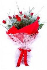 Bursa hediye sevgilime hediye çiçek  9 adet kirmizi gül buketi demeti