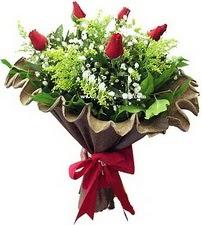 Bursa çiçek , çiçekçi , çiçekçilik  5 adet kirmizi gül buketi demeti