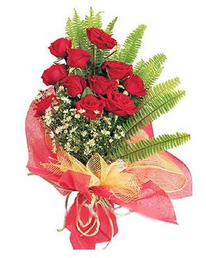 Bursa hediye sevgilime hediye çiçek  11 adet kırmızı güllerden buket modeli