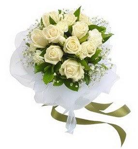 Bursa 14 şubat sevgililer günü çiçek  11 adet benbeyaz güllerden buket