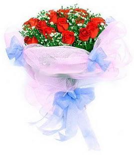 Bursa çiçek gönderme sitemiz güvenlidir  11 adet kırmızı güllerden buket modeli