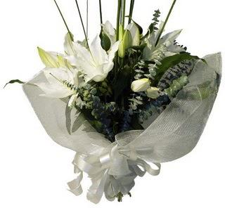 Bursa İnternetten çiçek siparişi  2 dal kazablanka çiçek buketi