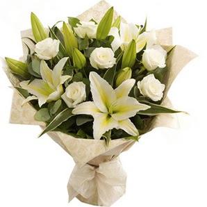 Bursa internetten çiçek satışı  3 dal kazablanka ve 7 adet beyaz gül buketi