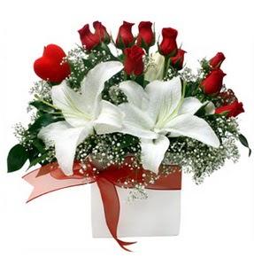Bursa İnternetten çiçek siparişi  1 dal kazablanka 11 adet kırmızı gül vazosu