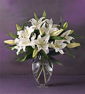 Bursa hediye sevgilime hediye çiçek  4 dal cazablanca vazo çiçeği