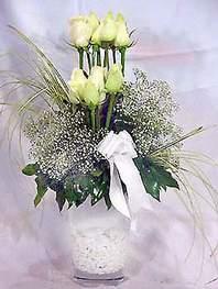 Bursa çiçek , çiçekçi , çiçekçilik  9 adet vazoda beyaz gül - sevdiklerinize çiçek seçimi