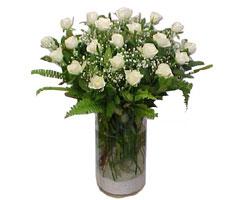 Bursa uluslararası çiçek gönderme  cam yada mika Vazoda 12 adet beyaz gül - sevenler için ideal seçim