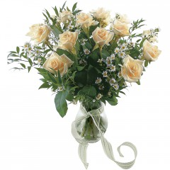 Vazoda 8 adet beyaz gül  Bursa çiçek siparişi sitesi