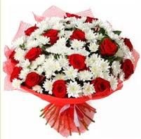11 adet kırmızı gül ve beyaz kır çiçeği  Bursa çiçek yolla