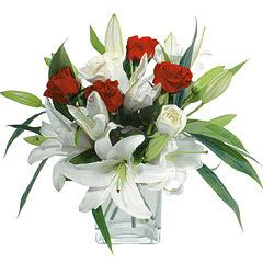 vazo içerisinde 4 gül 1 adet kazablanka  Bursa çiçek , çiçekçi , çiçekçilik