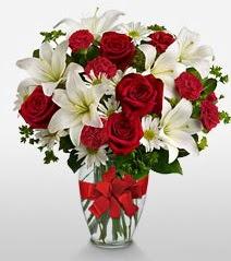 Eşsiz vazo tanzimi güller kazablankalar  Bursa çiçek , çiçekçi , çiçekçilik