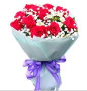 12 adet kırmızı gül ve beyaz kır çiçekleri  Bursa İnternetten çiçek siparişi