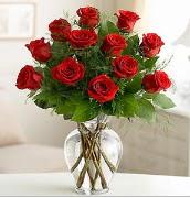 Vazo içerisinde 12 kırmızı gül  Bursa güvenli kaliteli hızlı çiçek