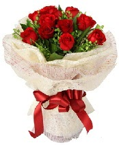 12 adet kırmızı gül buketi  Bursa internetten çiçek satışı