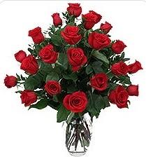 Bursa çiçek gönderme sitemiz güvenlidir  24 adet kırmızı gülden vazo tanzimi