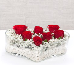 kalp içerisinde 7 adet kırmızı gül  Bursa çiçek satışı