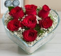 Kalp içerisinde 7 adet kırmızı gül  Bursa çiçek online çiçek siparişi