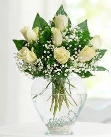 Cam içerisinde 7 adet beyaz gül  Bursa hediye çiçek yolla