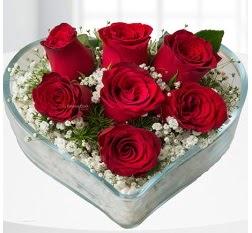 Kalp içerisinde 7 adet kırmızı gül  Bursa çiçek siparişi vermek