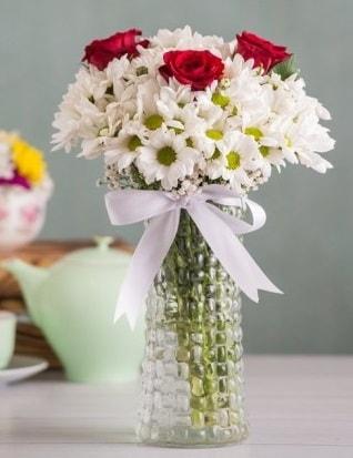 Papatya Ve Güllerin Uyumu camda  Bursa çiçek online çiçek siparişi