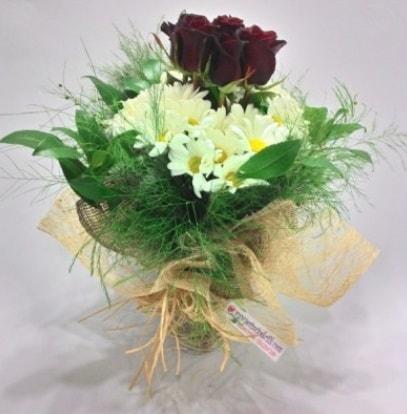 5 adet kırmızı gül ve kırızantem buketi  Bursa ucuz çiçek gönder